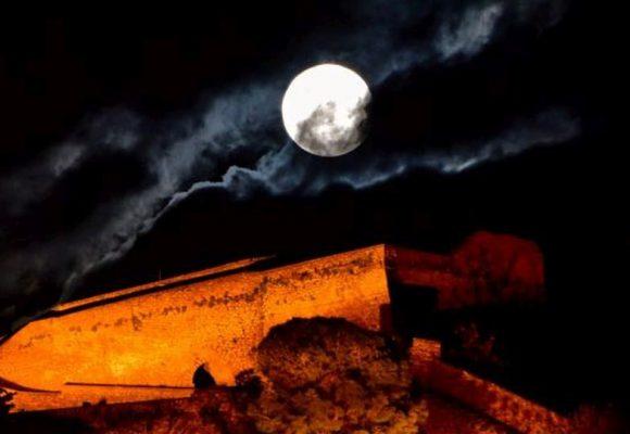 Το ροζ φεγγάρι μάγεψε τον κόσμο