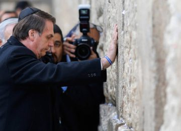 Βραζιλία: Στο Τείχος των Δακρύων προσευχήθηκε ο πρόεδρος της