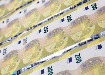 Σήμερα κυκλοφορούν τα νέα χαρτονομίσματα των 100 και 200 ευρώ
