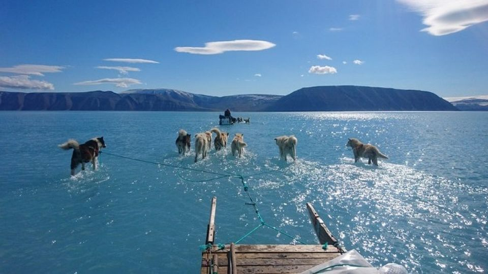 Γροιλανδία: Παγκόσμια ανησυχία για το λιώσιμο των πάγων – Φωτογραφία-σοκ