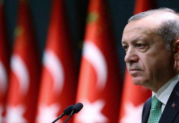 Ερντογάν: Απειλεί ότι θα στείλει 5,5 εκατ. πρόσφυγες στην Ευρώπη