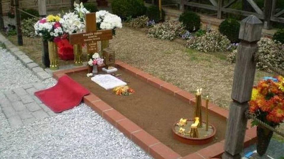 Άγιος γέροντας Παΐσιος : Ο τάφος του στη ΣΟΥΡΩΤΗ Θεσσαλονίκης
