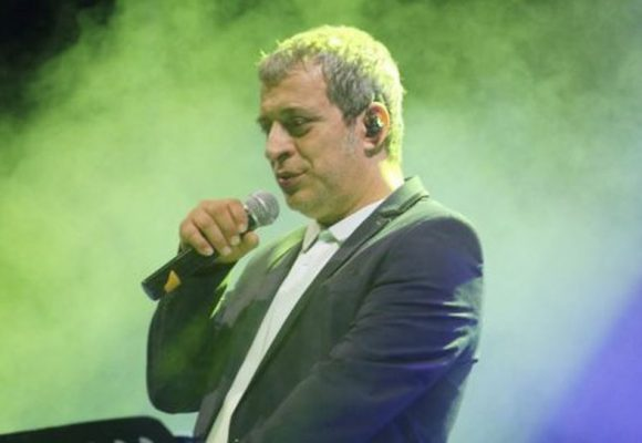 Αδαμαντίδης: Εδειραν τον γνωστό τραγουδιστή