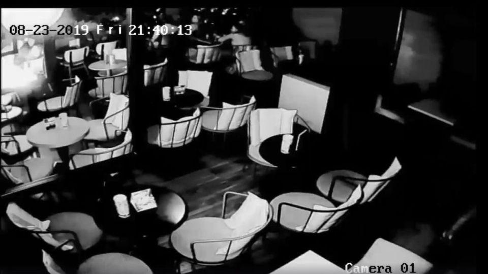 Τρίκαλα: Κινητό εξερράγη σε καφετέρια (ΒΙΝΤΕΟ)