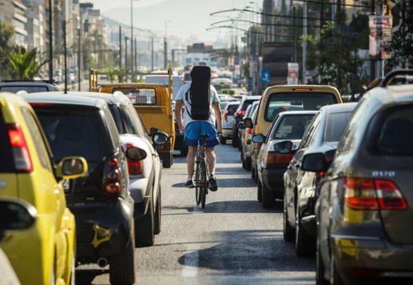 Ξεκινούν οι έλεγχοι για ανασφάλιστα οχήματα και δίκυκλα – Πρόστιμα και ποινές