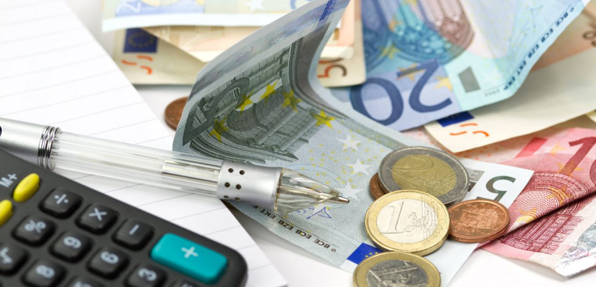 Επιστρεπτέα προκαταβολή: Δικαίωμα συμμετοχής σε περισσότερες επιχειρήσεις – Αυτές είναι οι φοροελαφρύνσεις του 2021