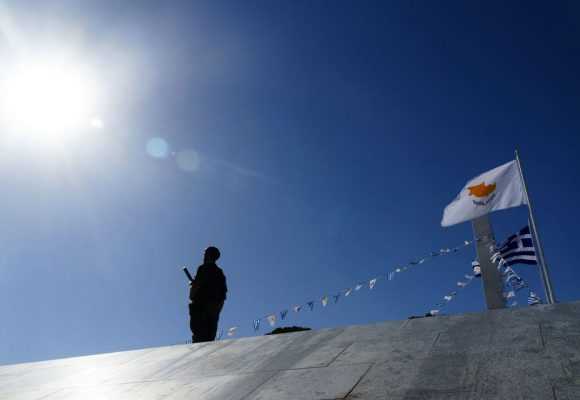 Συγκλονίζουν οι πρόσφυγες της Αμμόχωστου – «Βιάσατε, σκοτώσατε! Φύγε από εδώ κ. Ερντογάν! Εδώ είναι η Κύπρος, όχι μέρος για πικνίκ»