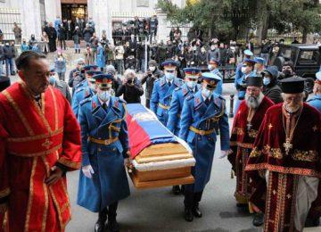Διεθνής σάλος για το λαϊκό προσκύνημα στον Πατριάρχη Σερβίας :  Σοκαριστικές εικόνες, λένε τα  διεθνή πρακτορεία!