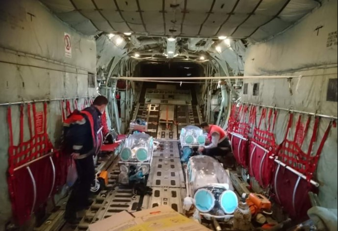Κορονοϊός LIVE: Σοκαριστικές φωτογραφίες μέσα από το ελικόπτερο – Διασωληνωμένοι ασθενείς μεταφέρονται στην Αθήνα