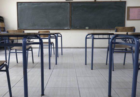 Κορονοϊός LIVE: Σήμερα κληρώνει για τα σχολεία – Αυτές είναι οι πιθανές ημερομηνίες (video)