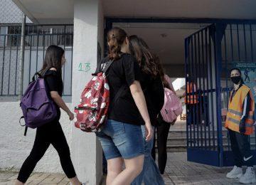 Κορονοϊός LIVE: Εμμονή της κυβέρνησης για άνοιγμα των σχολείων στις 8/1 – Αυξάνονται τα κρούσματα, στο… κόκκινο οι λοιμωξιολόγοι (video)