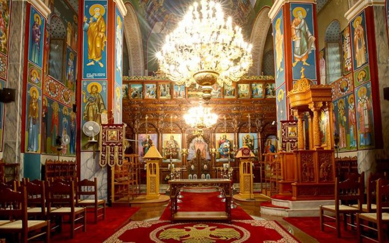 Κορονοϊός LIVE: Ασέβεια – Έφοδος της αστυνομίας σε εκκλησία, στο αυτόφωρο ο ιερέας και πρόστιμα σε πιστούς