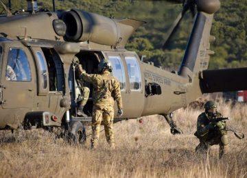 Αυτά είναι τα ελληνικά κομάντο: Επίδειξη δύναμης σε ασκήσεις με τις ΗΠΑ – Εντυπωσιακές εικόνες (video)