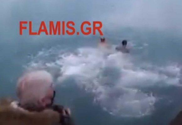 Θεοφάνεια: Δεν έχουν ιερό ούτε όσιο – Έπεσαν στη θάλασσα για τον σταυρό και επέβαλαν πρόστιμα στον Μητροπολίτη και στους πιστούς (video)