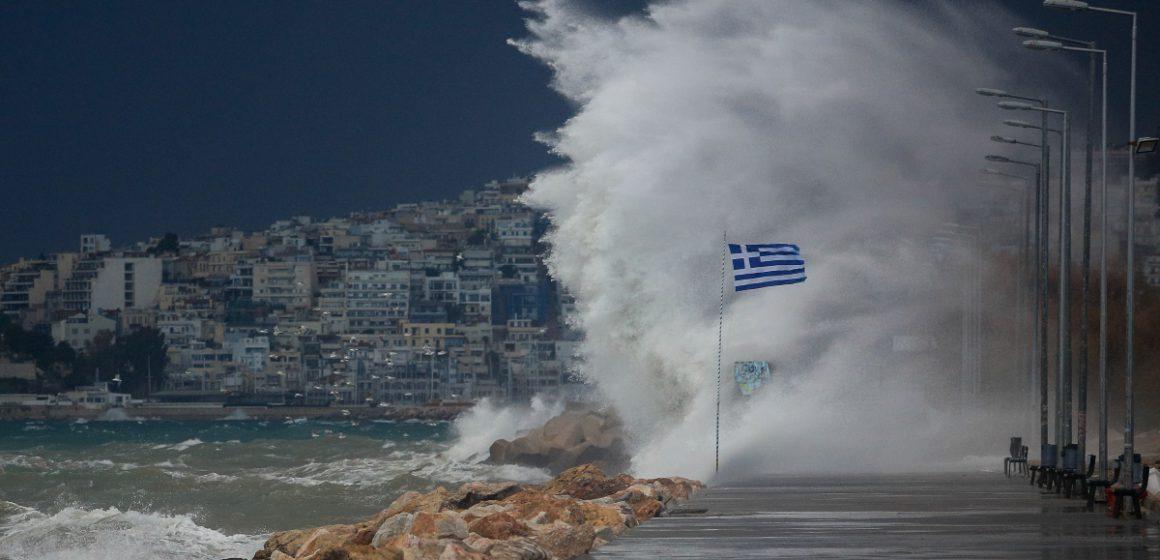 Καιρός σήμερα: Βροχές και καταιγίδες θα πνίξουν την Αττική, πού θα χιονίσει (video)