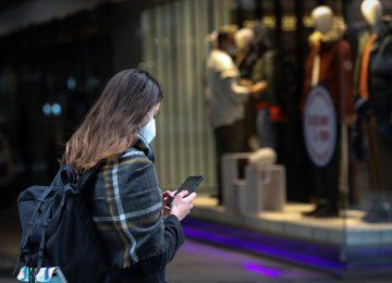 Κορονοϊός LIVE: Πρεμιέρα για το λιανεμπόριο – Μέτρα, εκπτώσεις και δίωρο sms, πώς λειτουργούν τα καταστήματα (video)
