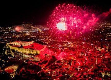 Πρωτοχρονιά 2021: Έλαμψε ο ουρανός – Έτσι υποδέχτηκε η Ελλάδα τον νέο χρόνο (video)