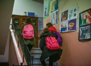 Κορονοϊός LIVE: «Κουδούνι» σήμερα για δημοτικά και νηπιαγωγεία – Υποχρεώνουν τα παιδάκια να φέρνουν κουβέρτες (video)