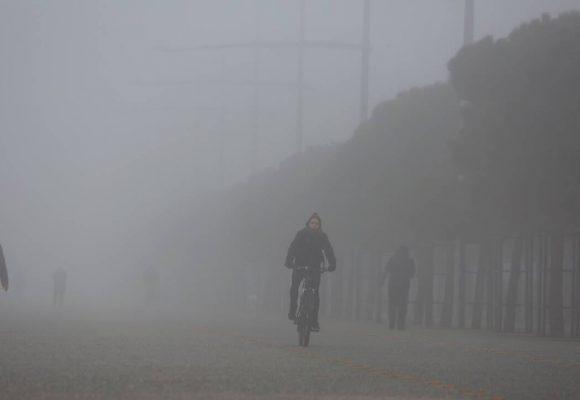 Καιρός LIVE: Χαλάει με μπόρες και βροχές – Πού θα είναι έντονα τα φαινόμενα (video)