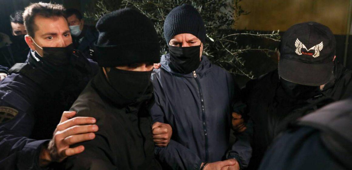 Στις φυλακές Τρίπολης ο Λιγνάδης – Καρέ καρέ η στιγμή της μεταγωγής (video)
