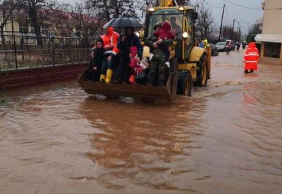 Συγκλονιστικές στιγμές στον Έβρο: Πλημμύρισε νηπιαγωγείο – Σε εξέλιξη επιχείρηση απομάκρυνσης 21 παιδιών