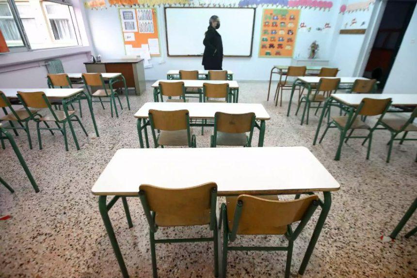 «Βόμβα» Κεραμέως: Παρατείνεται η σχολική χρονιά